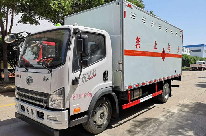解放虎VH 5.15米易燃气体厢式运输车